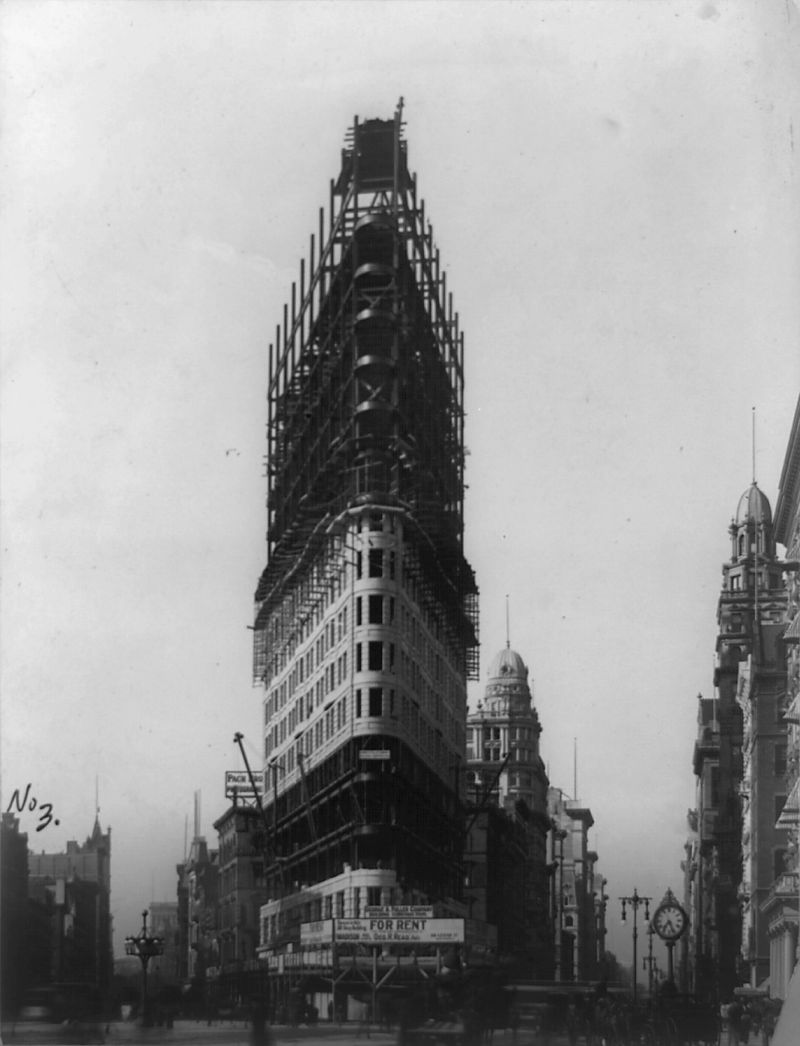 Flatiron_Building_New_York_City_1902-01