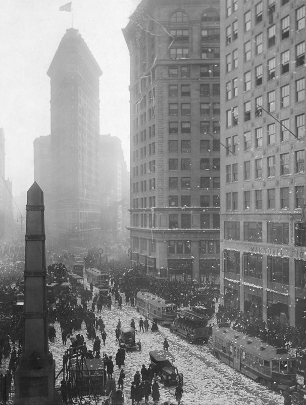 Flatiron_Building_New_York_City_1902-03