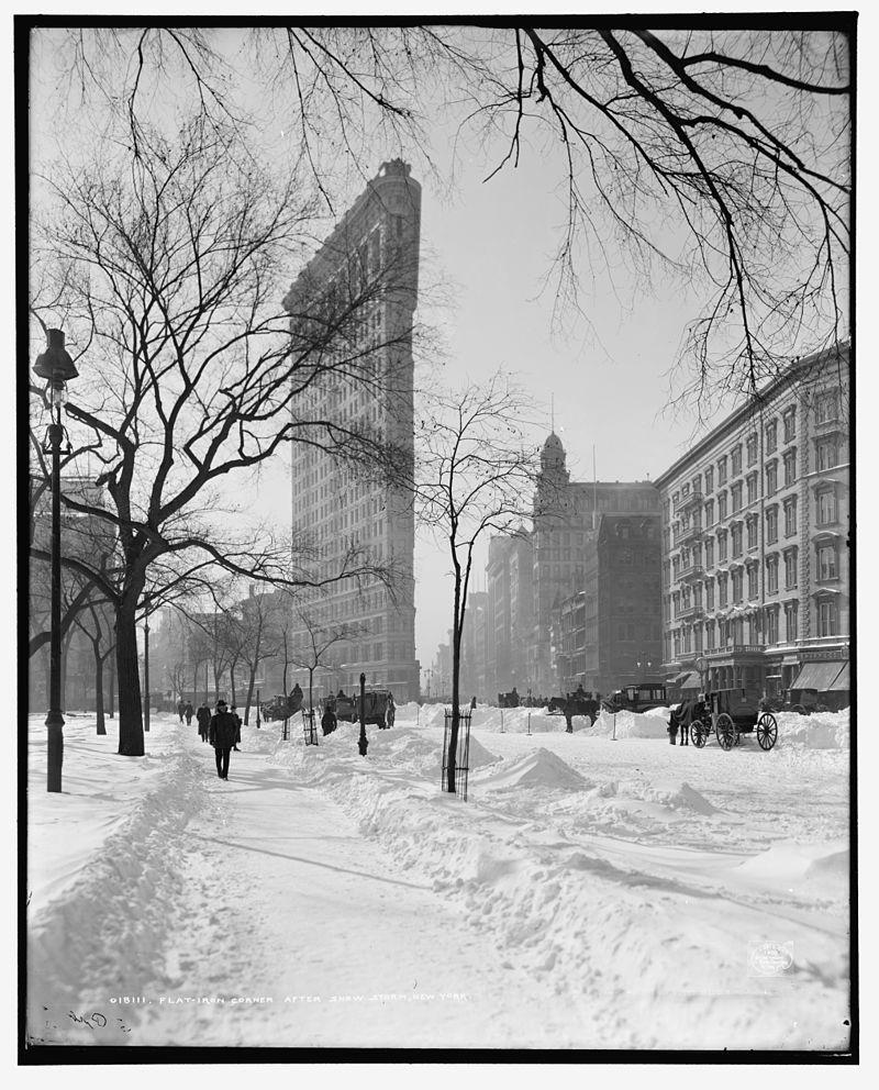 Flatiron_Building_New_York_City_1902-10