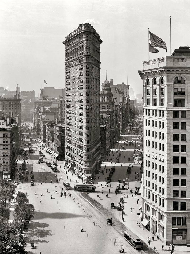 Flatiron_Building_New_York_City_1902-11