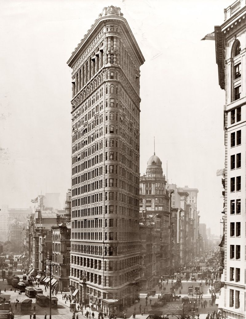 Flatiron_Building_New_York_City_1902-12
