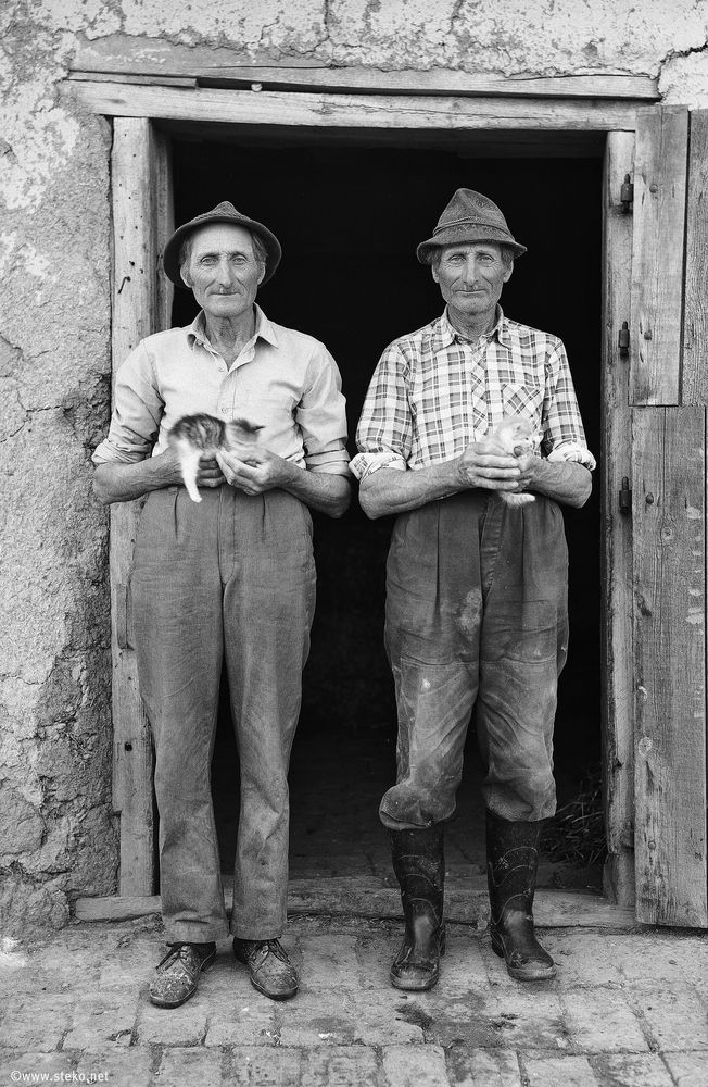 Janos-Stekovics-Twin-Farmers-At-The-End-Of-Their-Lives-02