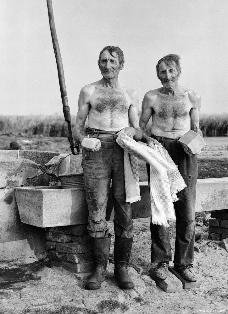 Janos-Stekovics-Twin-Farmers-At-The-End-Of-Their-Lives-06