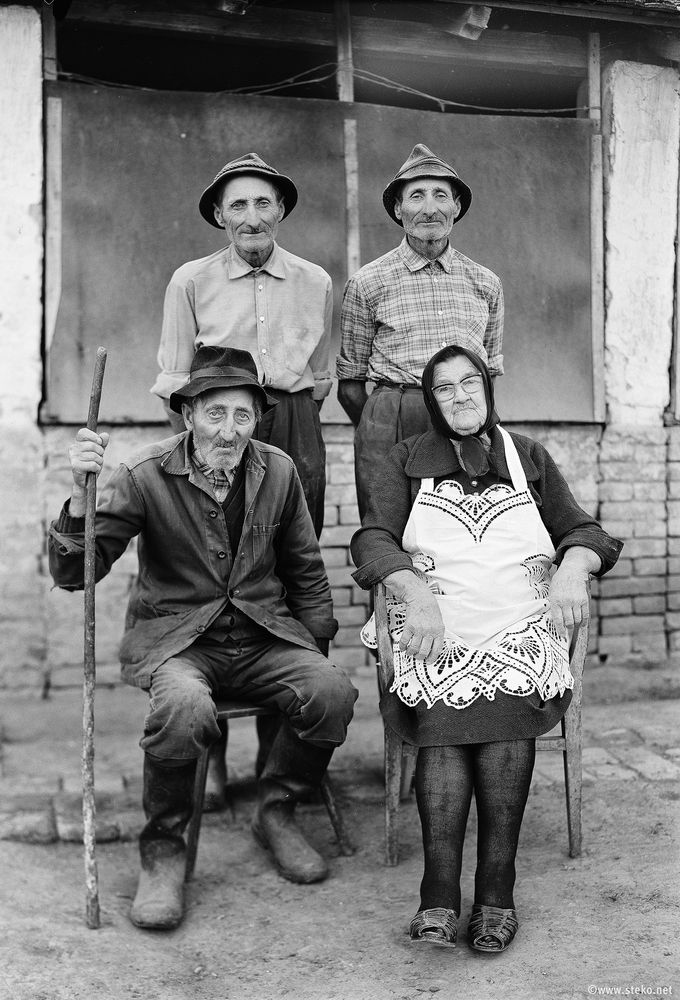 Janos-Stekovics-Twin-Farmers-At-The-End-Of-Their-Lives-09