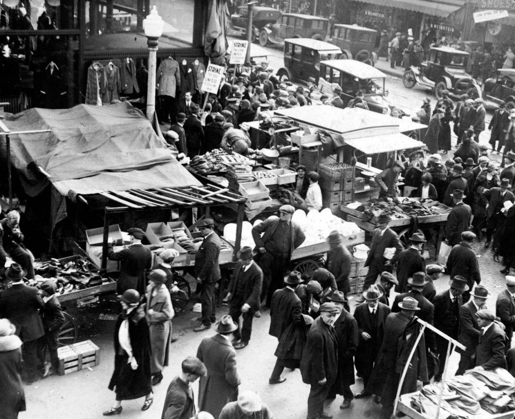 Maxwell-Street-Open-air-bazaar-Chicago-in-1800s-05