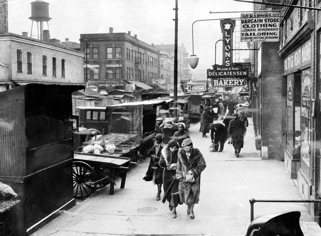 Maxwell-Street-Open-air-bazaar-Chicago-in-1800s-07