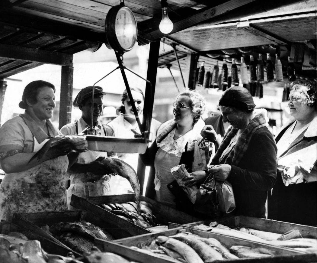 Maxwell-Street-Open-air-bazaar-Chicago-in-1800s-09