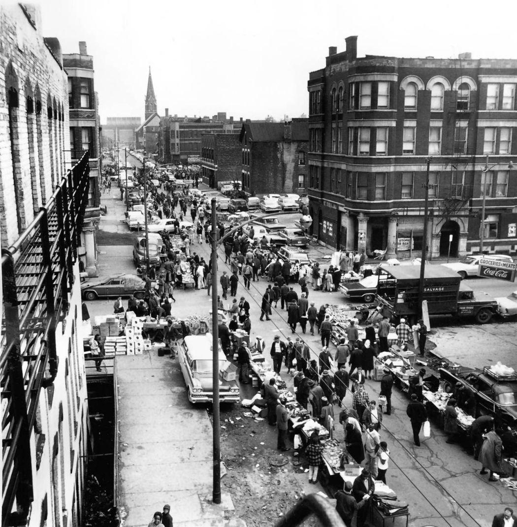 Maxwell-Street-Open-air-bazaar-Chicago-in-1800s-15