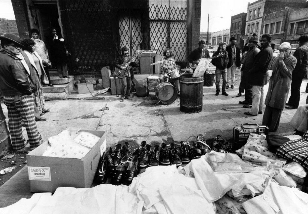 Maxwell-Street-Open-air-bazaar-Chicago-in-1800s-26
