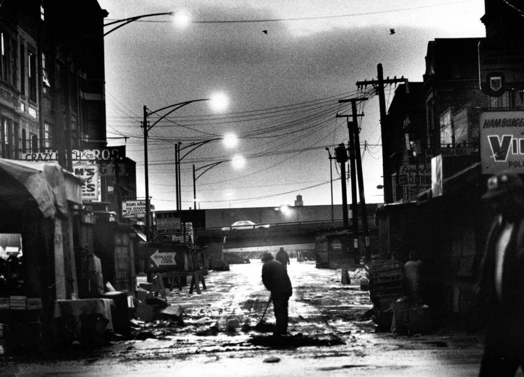 Maxwell-Street-Open-air-bazaar-Chicago-in-1800s-27