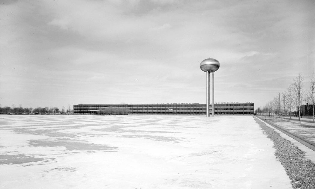 Neofuturistic-architecture-of-Eero-Saarinen-02