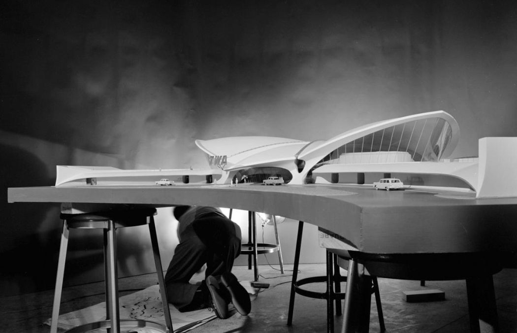 Neofuturistic-architecture-of-Eero-Saarinen-06