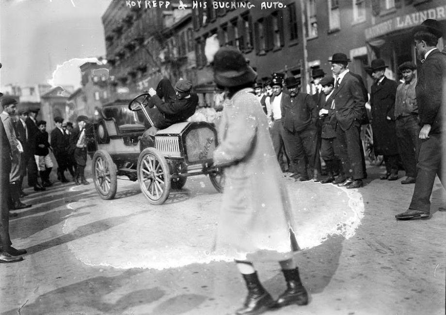 Roy-Repp-bucking-Buick-Maude--Motor-Mule-1915-03