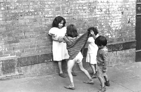 Biography Street Photographer Helen Levitt Monovisions