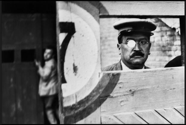 Henri Cartier-Bresson: A Decisive Collection