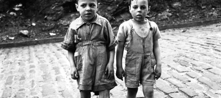 Biography: City Life/Street photographer Vivian Maier