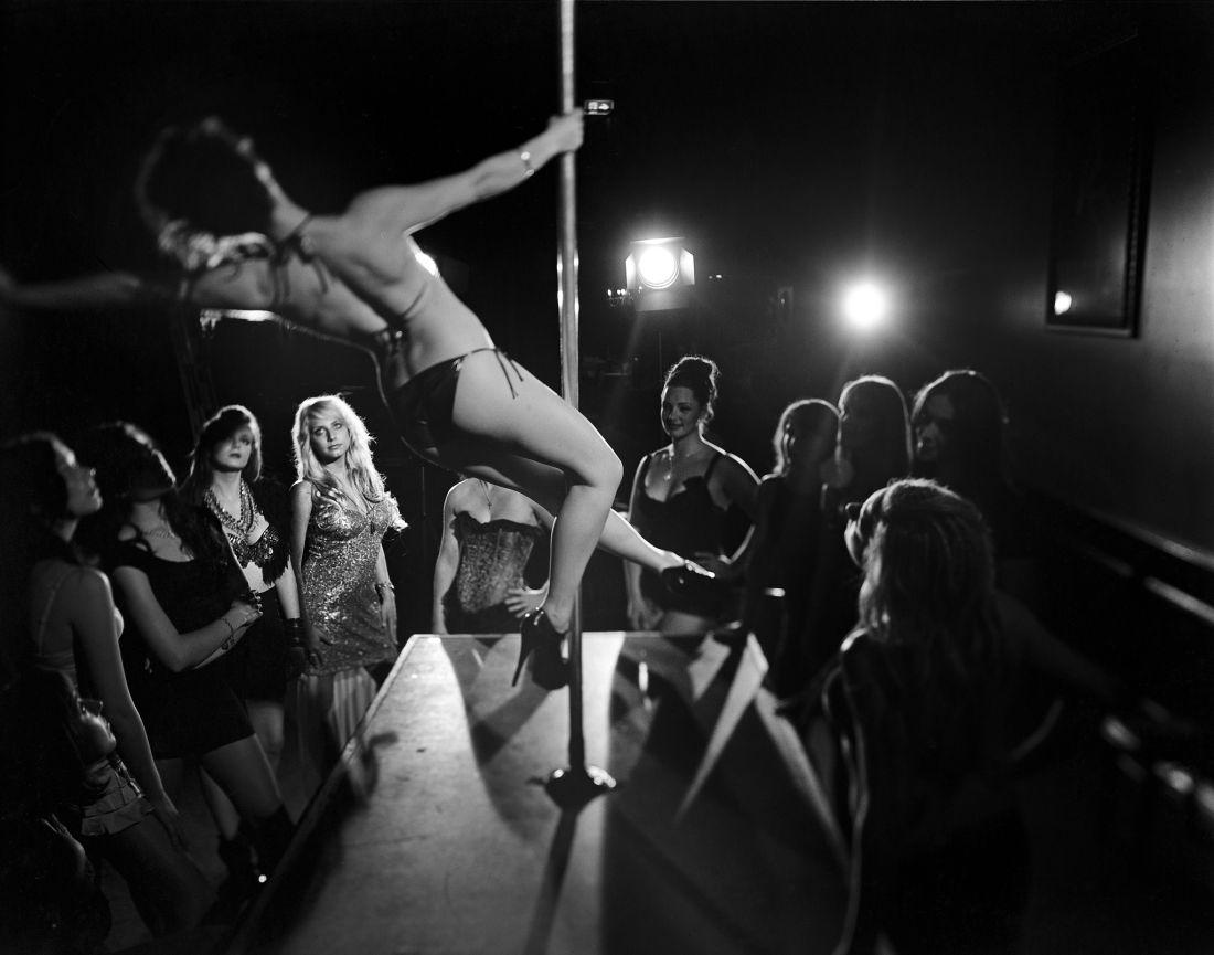 Tomasz-Gudzowaty-Pole-Dancers-09