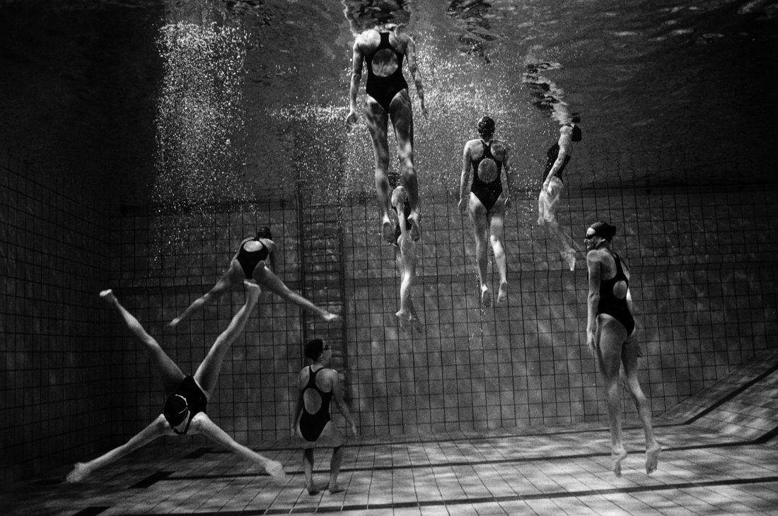 Tomasz-Gudzowaty-Synchronized-Swimming-11