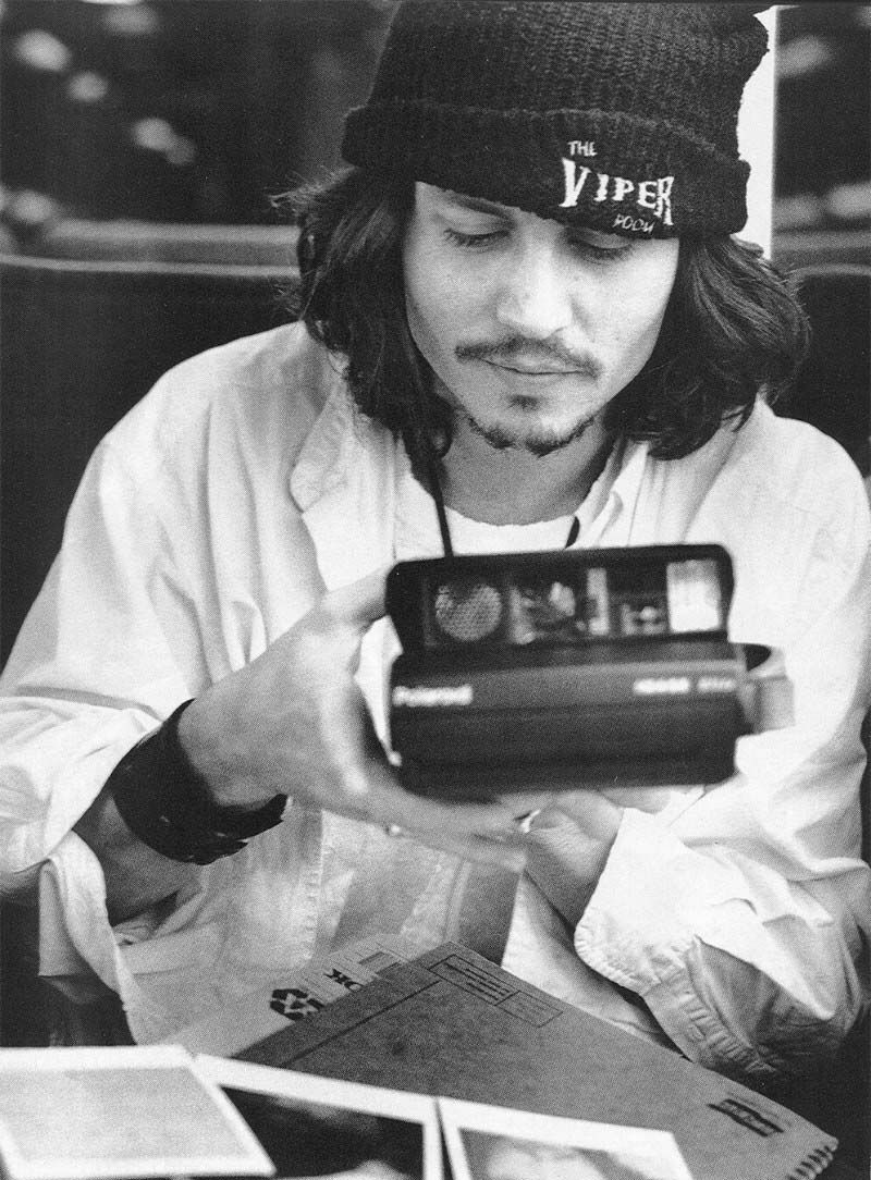 10-black-and-white-photos-of-celebrities-with-cameras-Johnny Depp