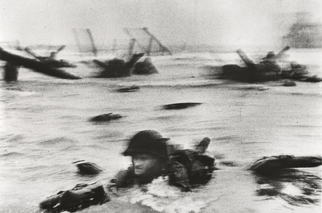10-famous-black-and-white-photojournalists-robert-capa