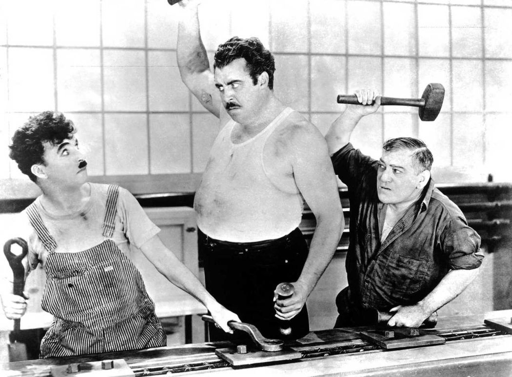 Behind-the-scenes-Chaplin-Charlie-Modern-Times_(1936)-48