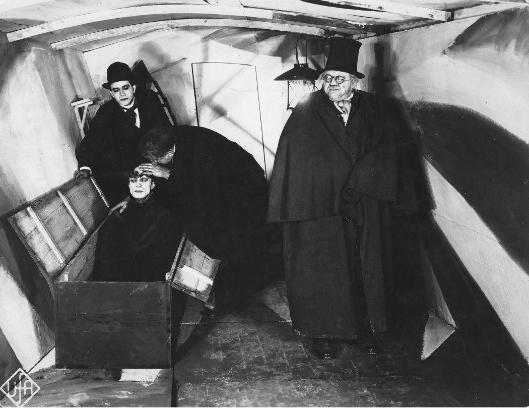 Cabinet-of-The-Cabinet-of-Dr-Caligari-1920-19