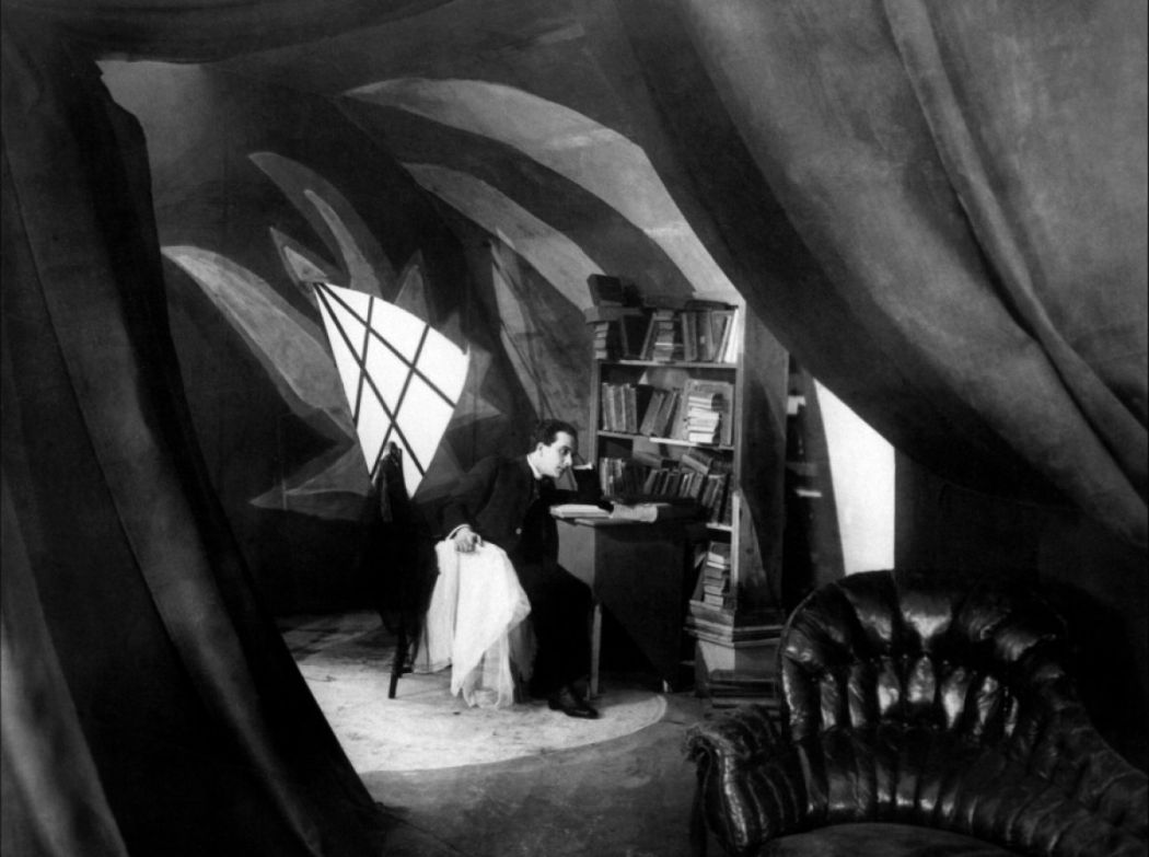 Cabinet-of-The-Cabinet-of-Dr-Caligari-1920-20
