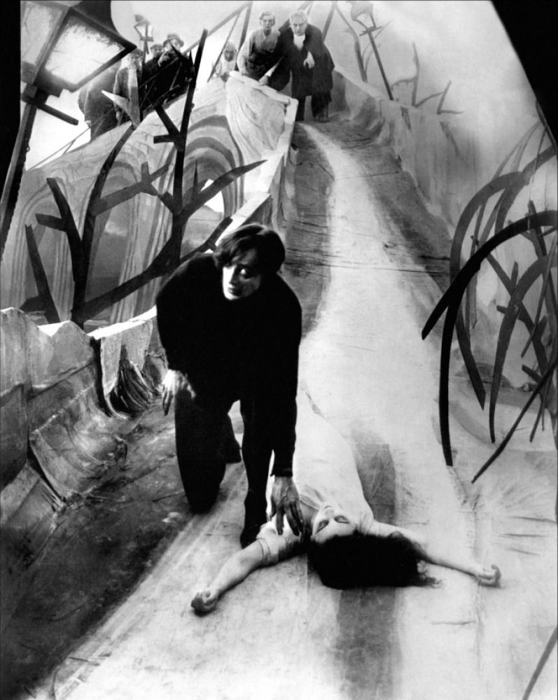 Cabinet-of-The-Cabinet-of-Dr-Caligari-1920-33