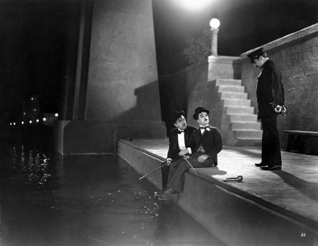 Charlie-Chaplin-City-Lights-(1931)-02