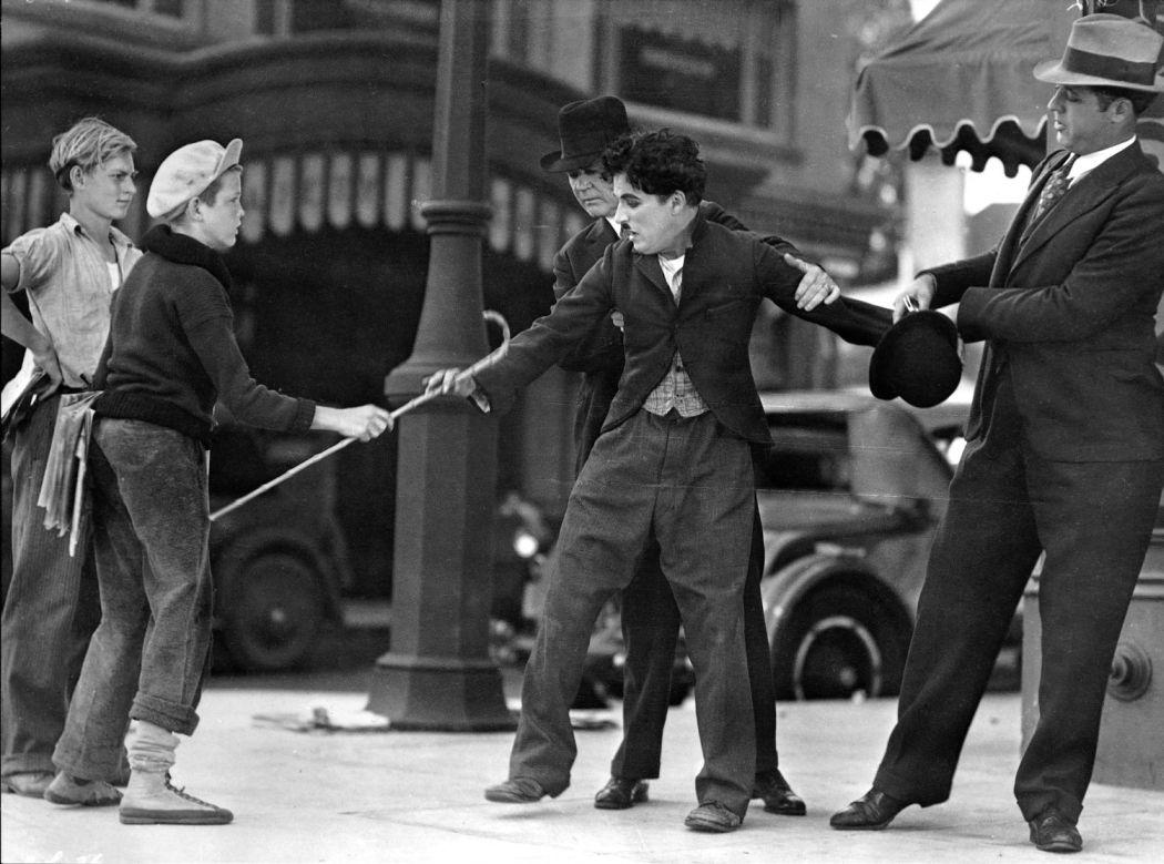 Charlie-Chaplin-City-Lights-(1931)-05