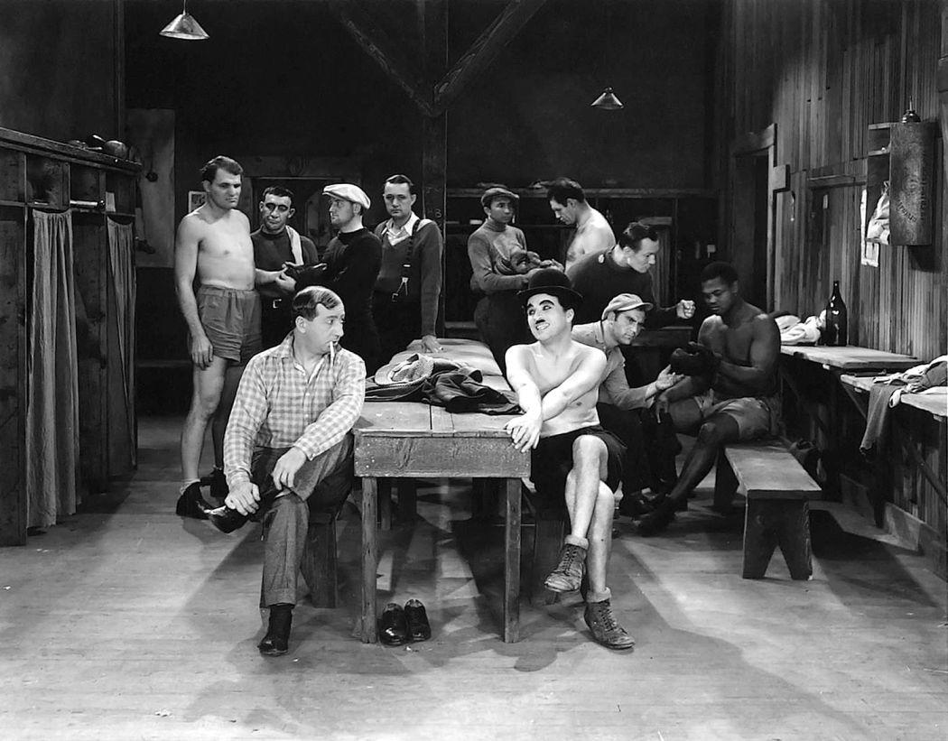 Charlie-Chaplin-City-Lights-(1931)-07