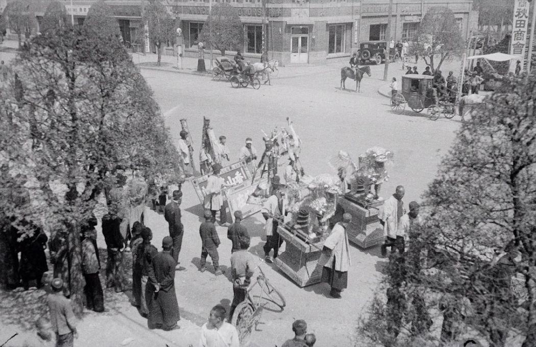 Manchuria-Northeast-Asia-in-1930s-Festival Procession in Mukden
