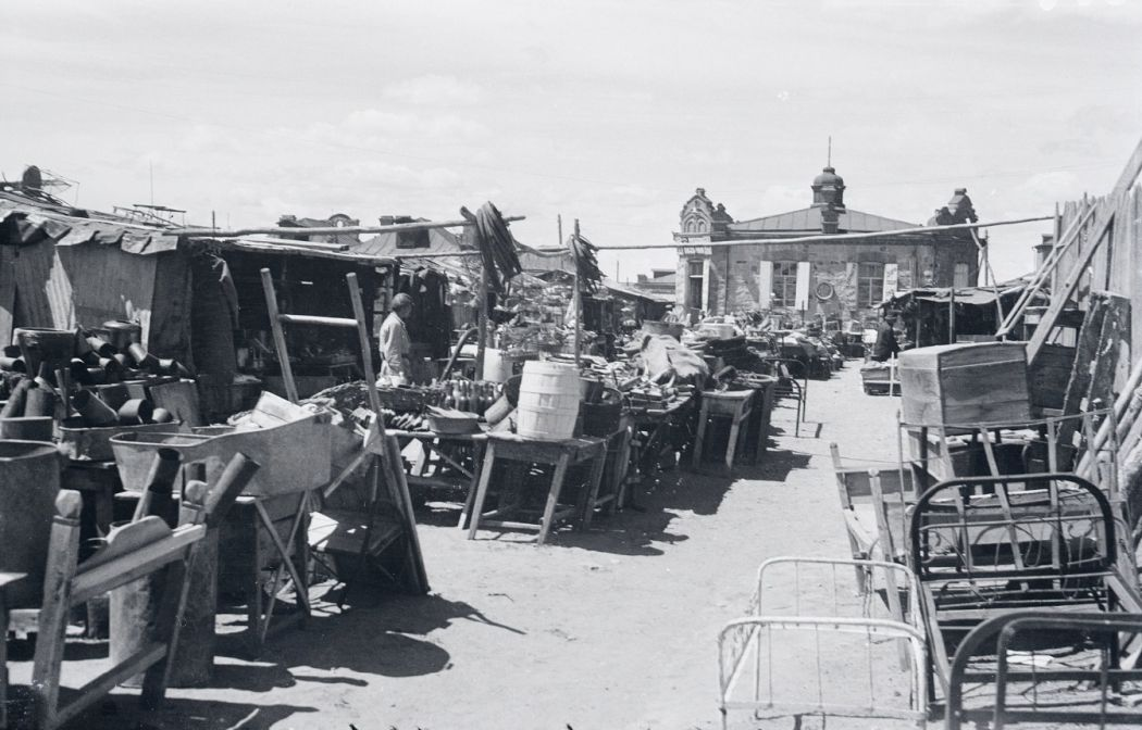 Manchuria-Northeast-Asia-in-1930s-Fleamarket and Scrapyard