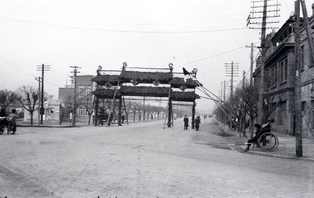 Manchuria-Northeast-Asia-in-1930s-Temporary Arch on Street in Mukden