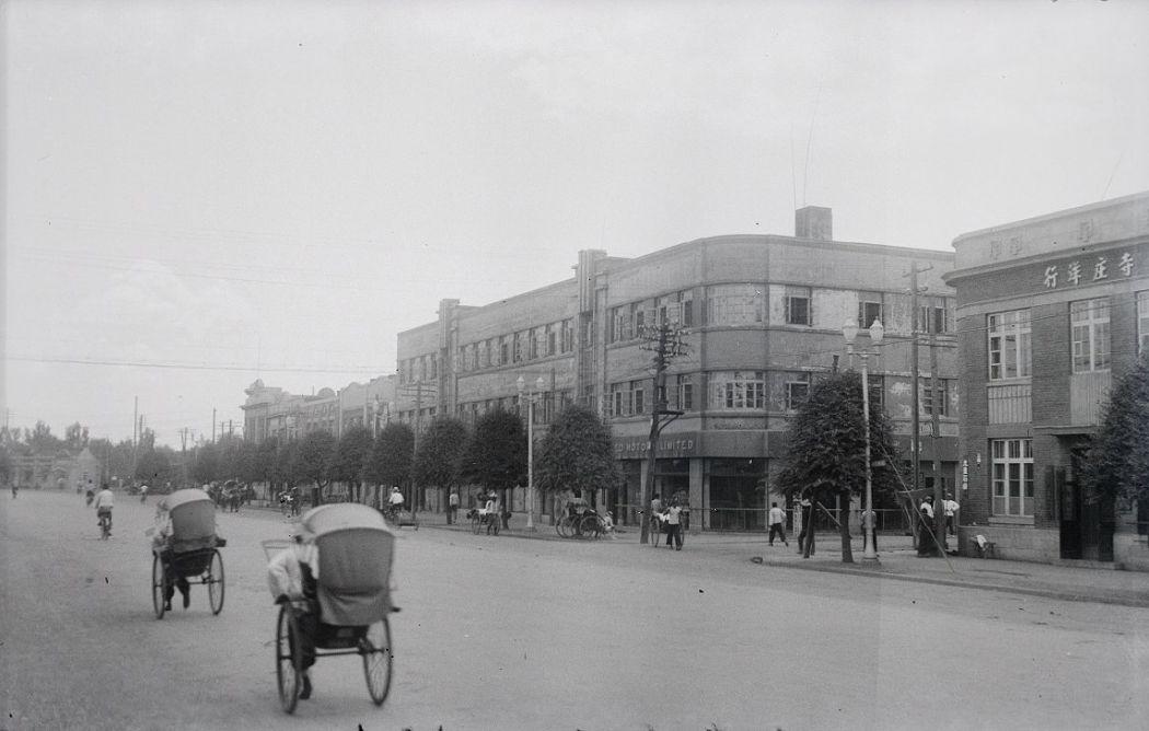 Manchuria-Northeast-Asia-in-1930s-Urban Street and Rickshaw Traffic