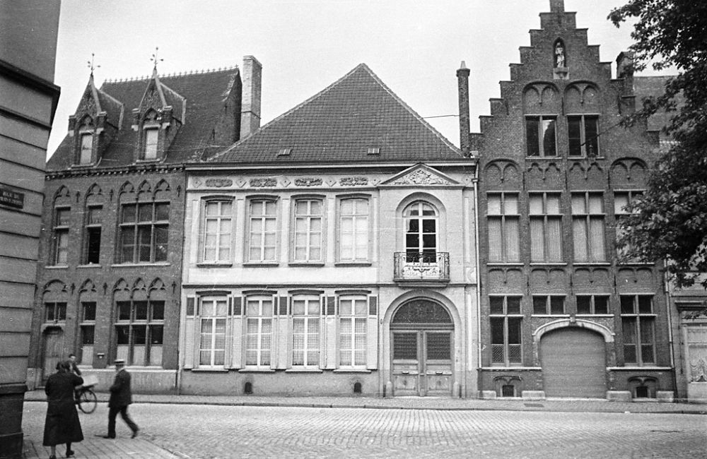 Rue Saint-Jacques in Tournai, Belgium, 1934