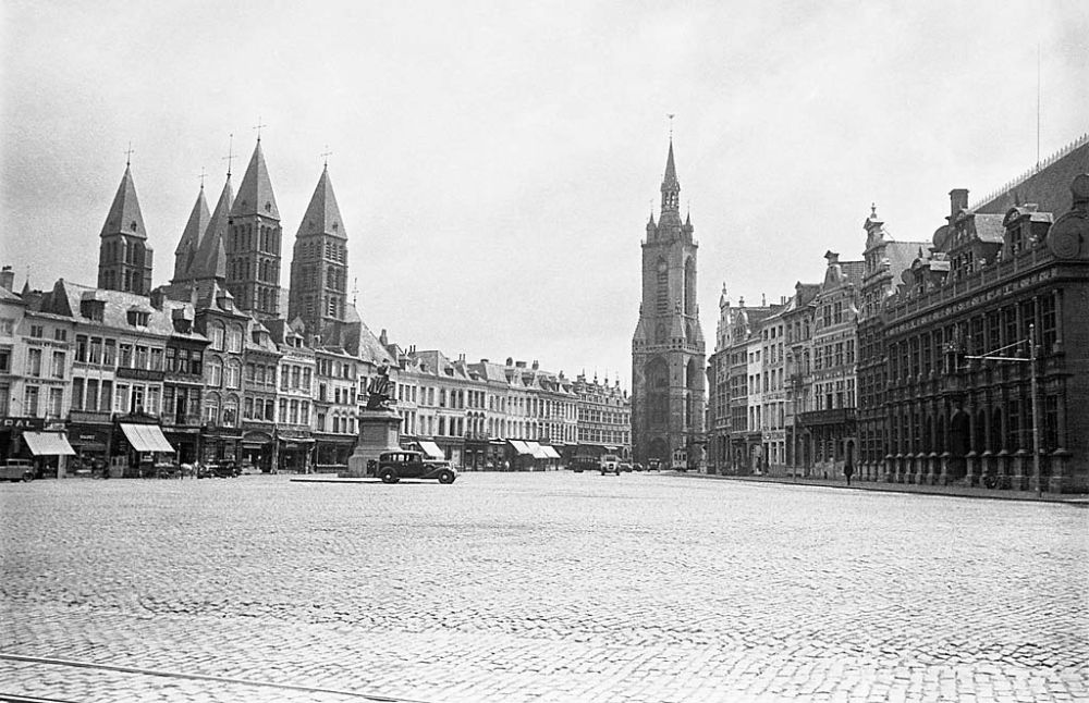 Grand-Place in Tournai. In centre the medieval belfry (le Beffroi) and to the left the cathedral Notre-Dame de Tournai. 1934
