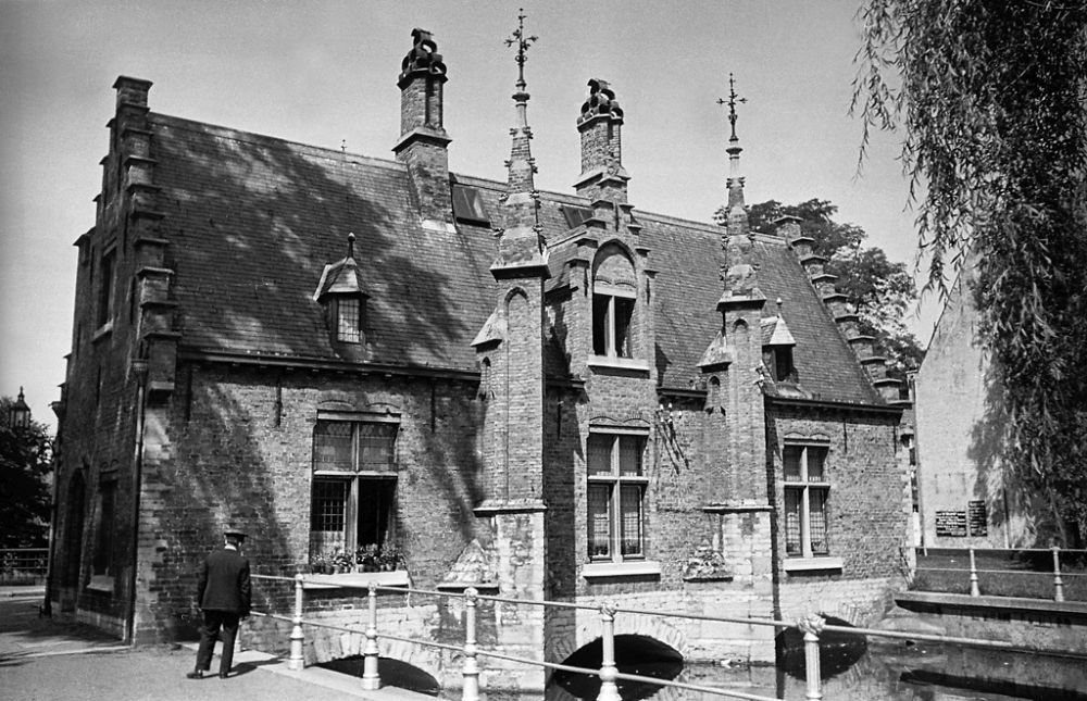 A house by the canalized lake Minnewater in Bruges. 1934