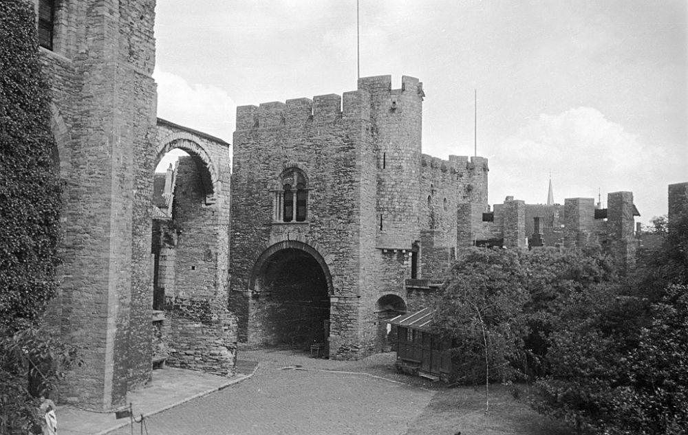 Gravensteen (Château des Comtes de Flandre), Ghent, Belgium. 1934
