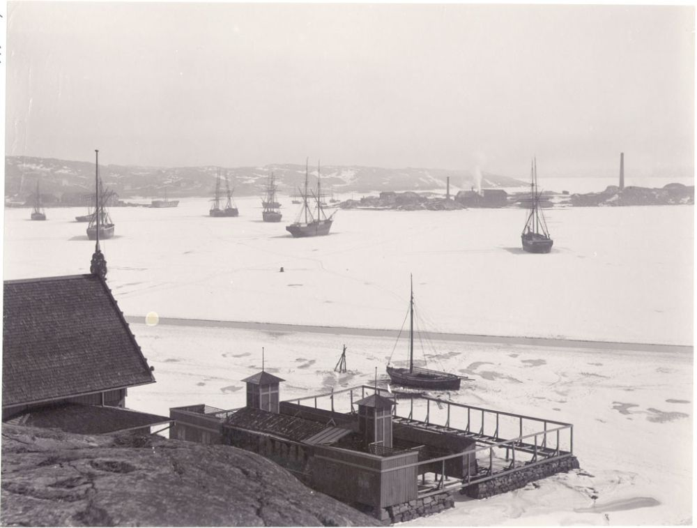 Winter in Lysekil, Sweden. Ladies bath and ships in the ice covered Gullmarn fjord outside Lysekil. Date: 1880s