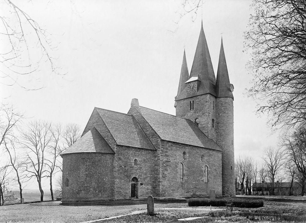 Västra Götaland, Götene, Husaby, Västergötland, Byggnadsverk-Religionsutövning - kyrkor-(01) Exteriörer