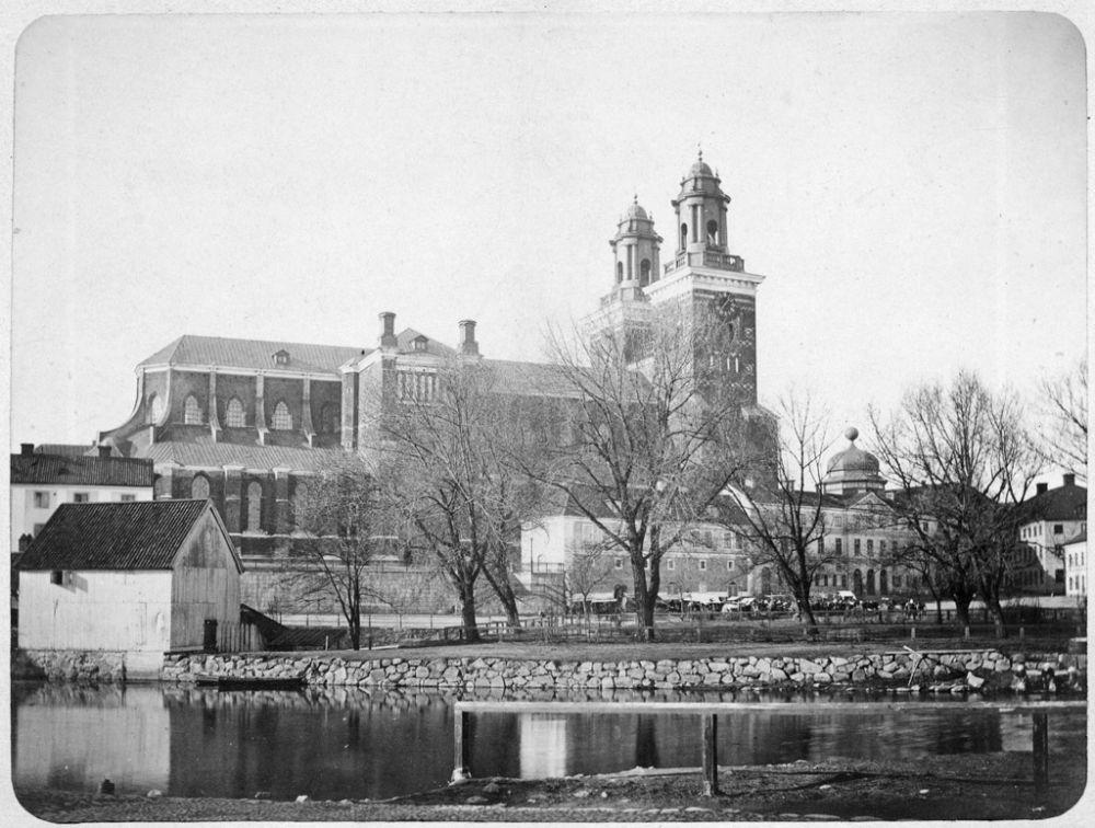 Uppsala, Uppsala, Uppsala, Uppland, Byggnader-Religionsutövning - kyrkor-(01) Exteriörer