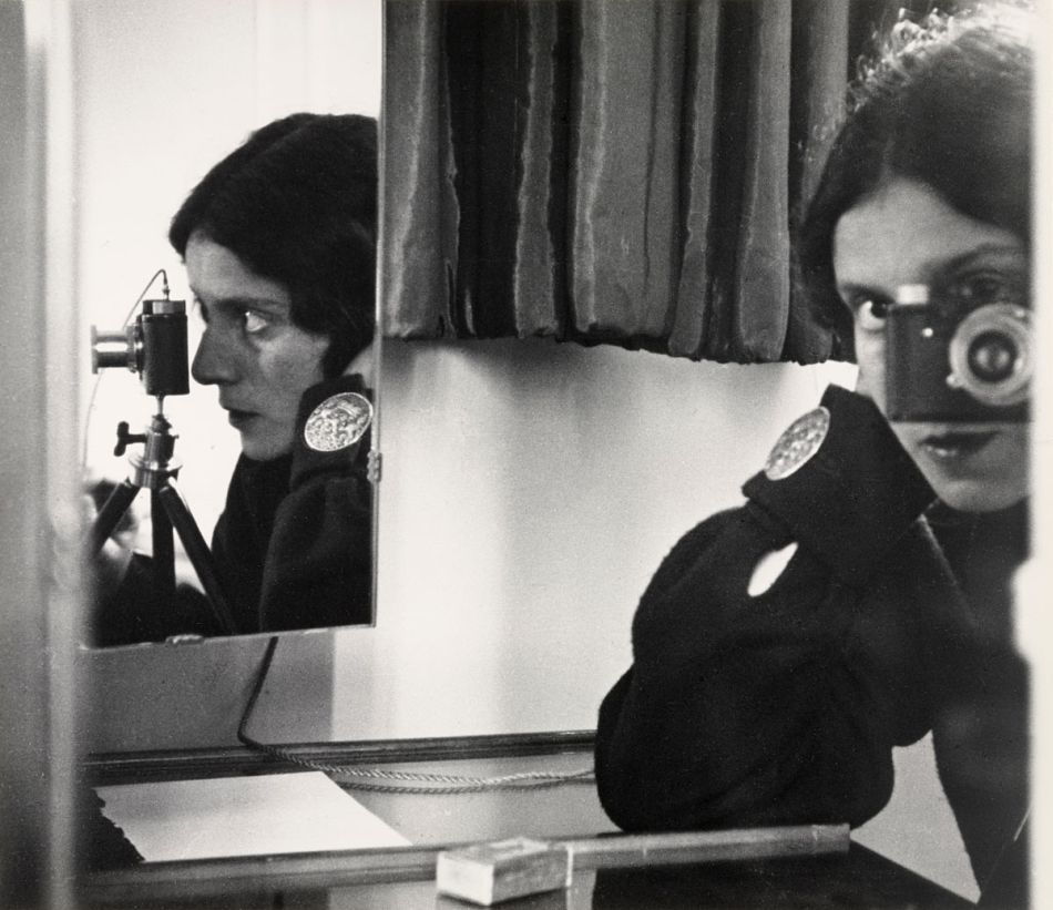 top-10-black-and-white-self-portraits-by-famous-photographers-Ilse-Bing