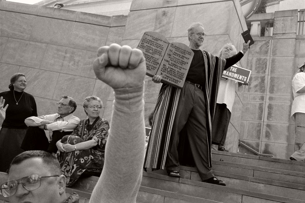USA. Alabama. Montgomery. November 12th, 2003. Fundamentalist Christians display the Ten Commandments at the rally in favour of State Supreme Chief Justice Roy MOORE about to be dismissed for refusing to remove a 15 ton Ten Commandments sculpture from the entrance hall to the Supreme Court.