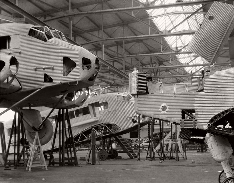 Junkers Werke, Dessau, 1928 - Emil Otto Hoppé: The German Work
