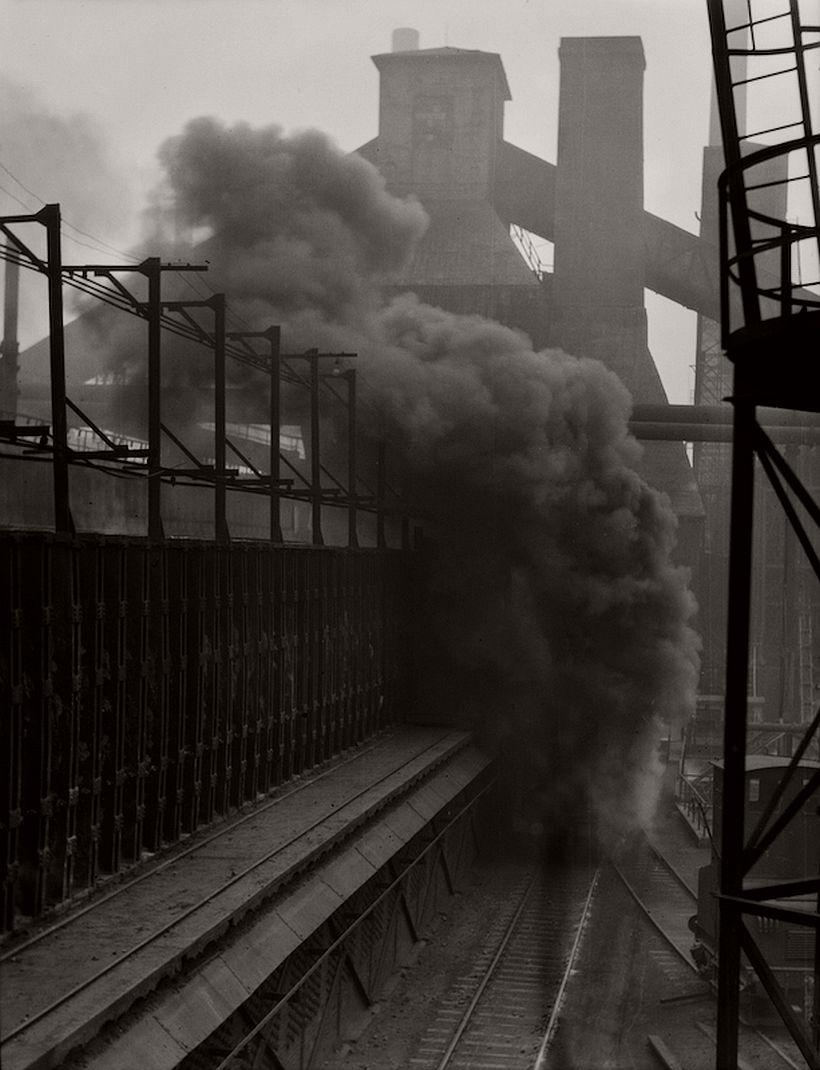 Rail car carrying extinguished coke, Hösch Steelworks, Dortmund, 1928 - Emil Otto Hoppé: The German Work