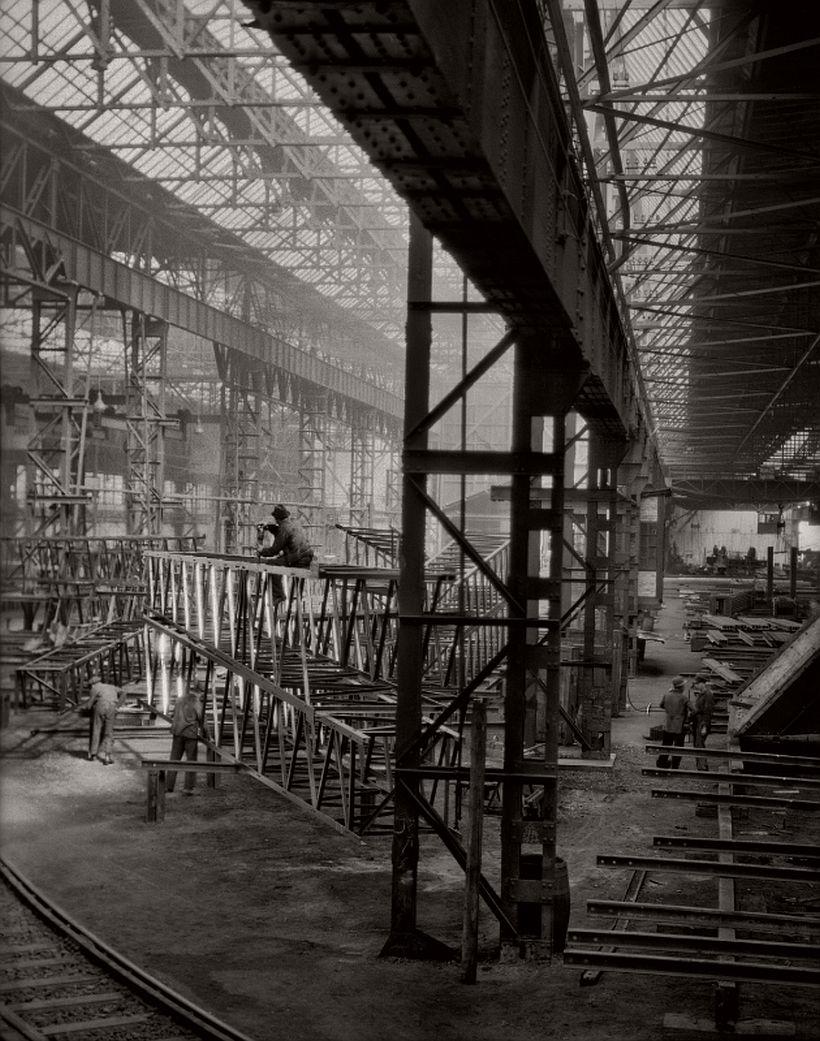 On the factory floor, C.H. Jucho bridge builders, Dortmund, 1928 - Emil Otto Hoppé: The German Work