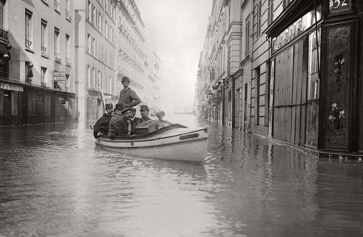 paris-underwater-great-flood-1910-08