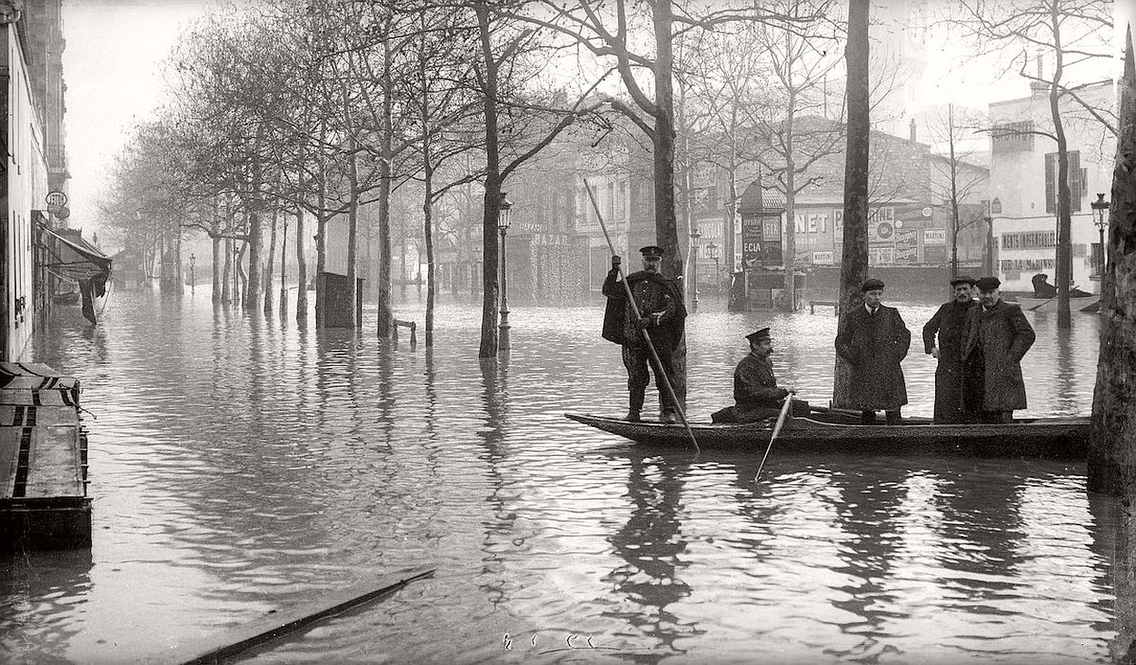 paris-underwater-great-flood-1910-10