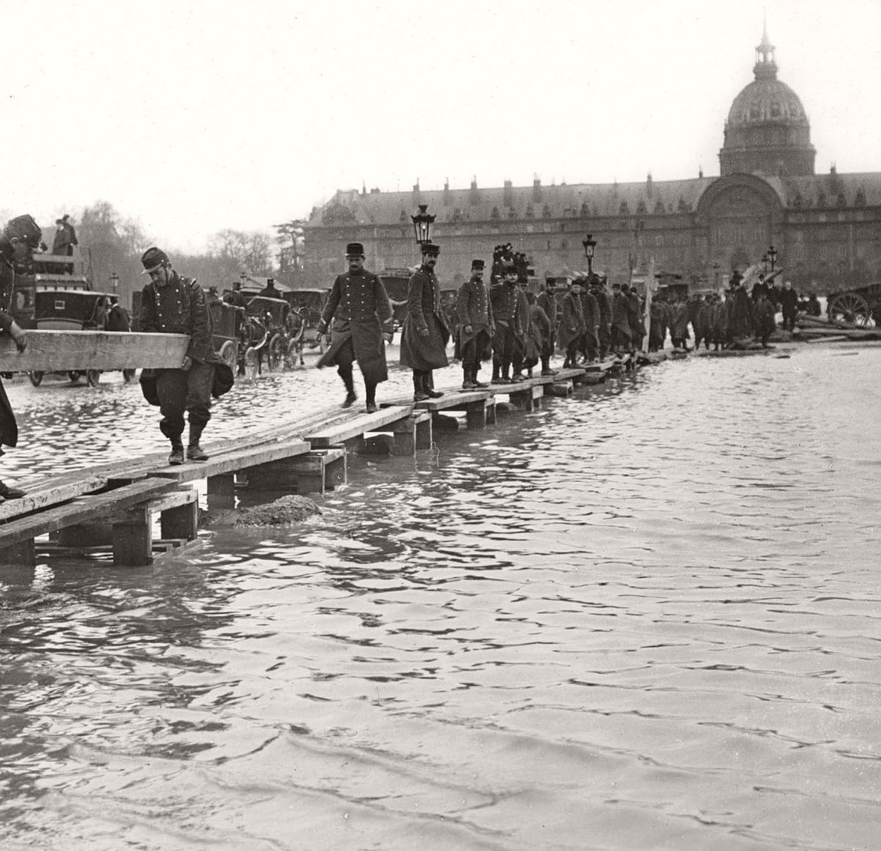 paris-underwater-great-flood-1910-15